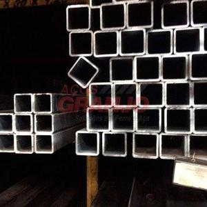 Tubo quadrado de aço preto